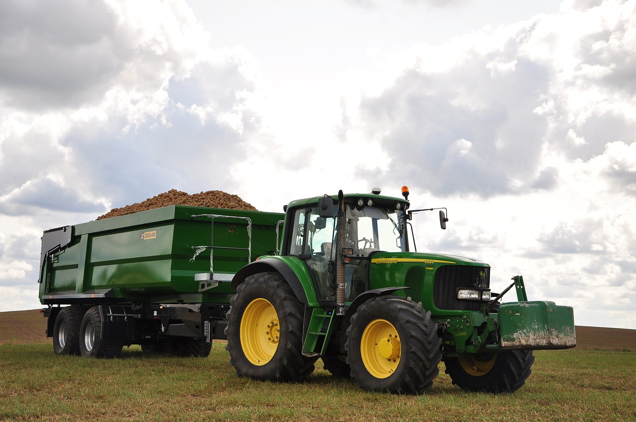 tractor-3637466_1280