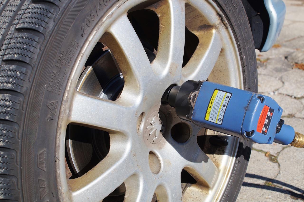 tire-service-2291880_1280
