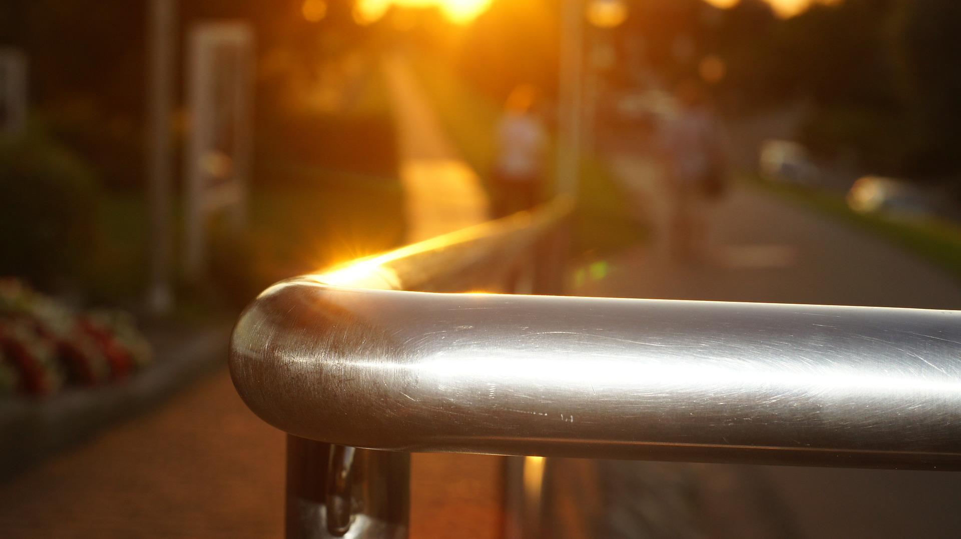 railing-442280_1920