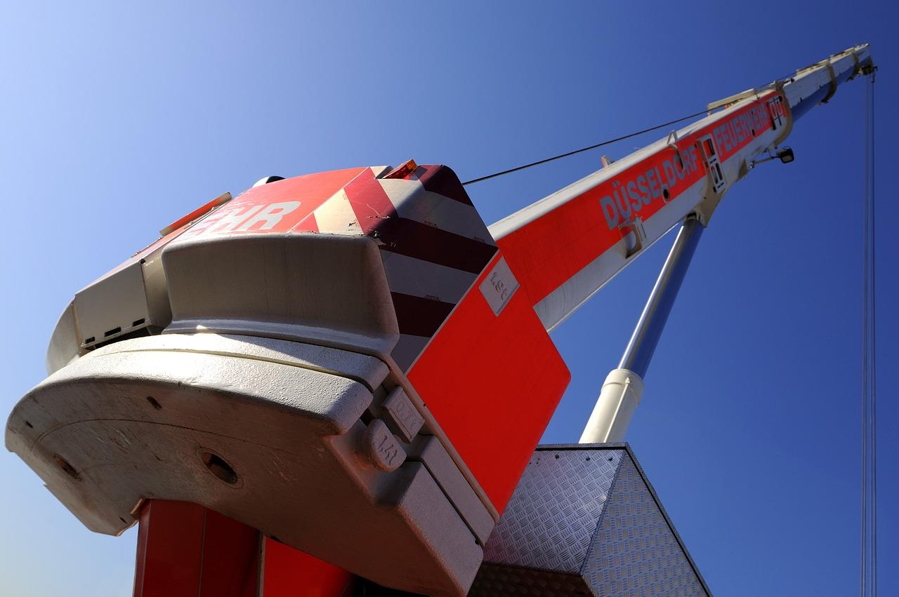 firefighter-crane-1113927_1280