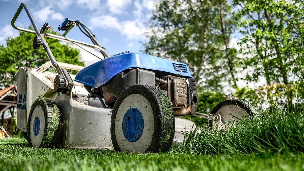 lawnmower-384589_1280