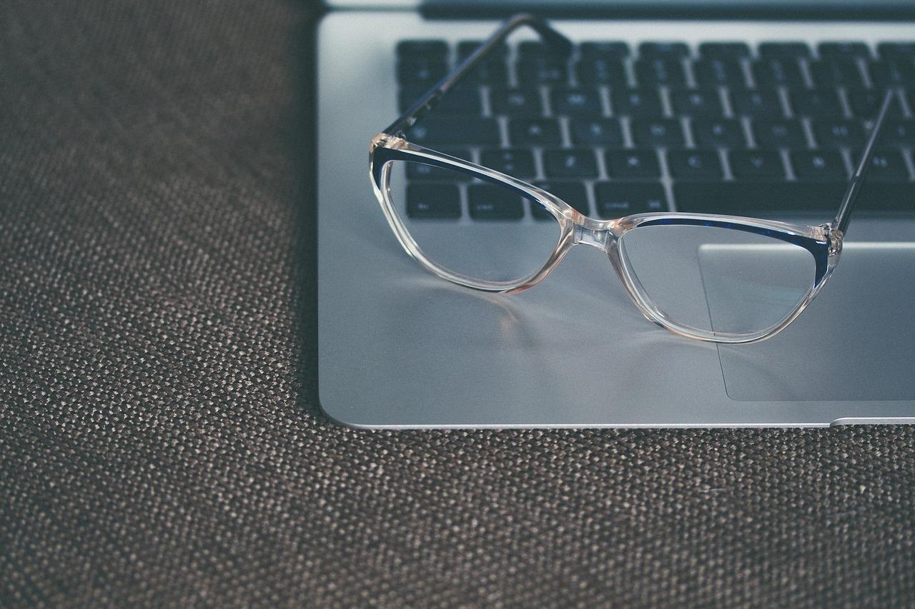 eyeglasses-1245879_1280