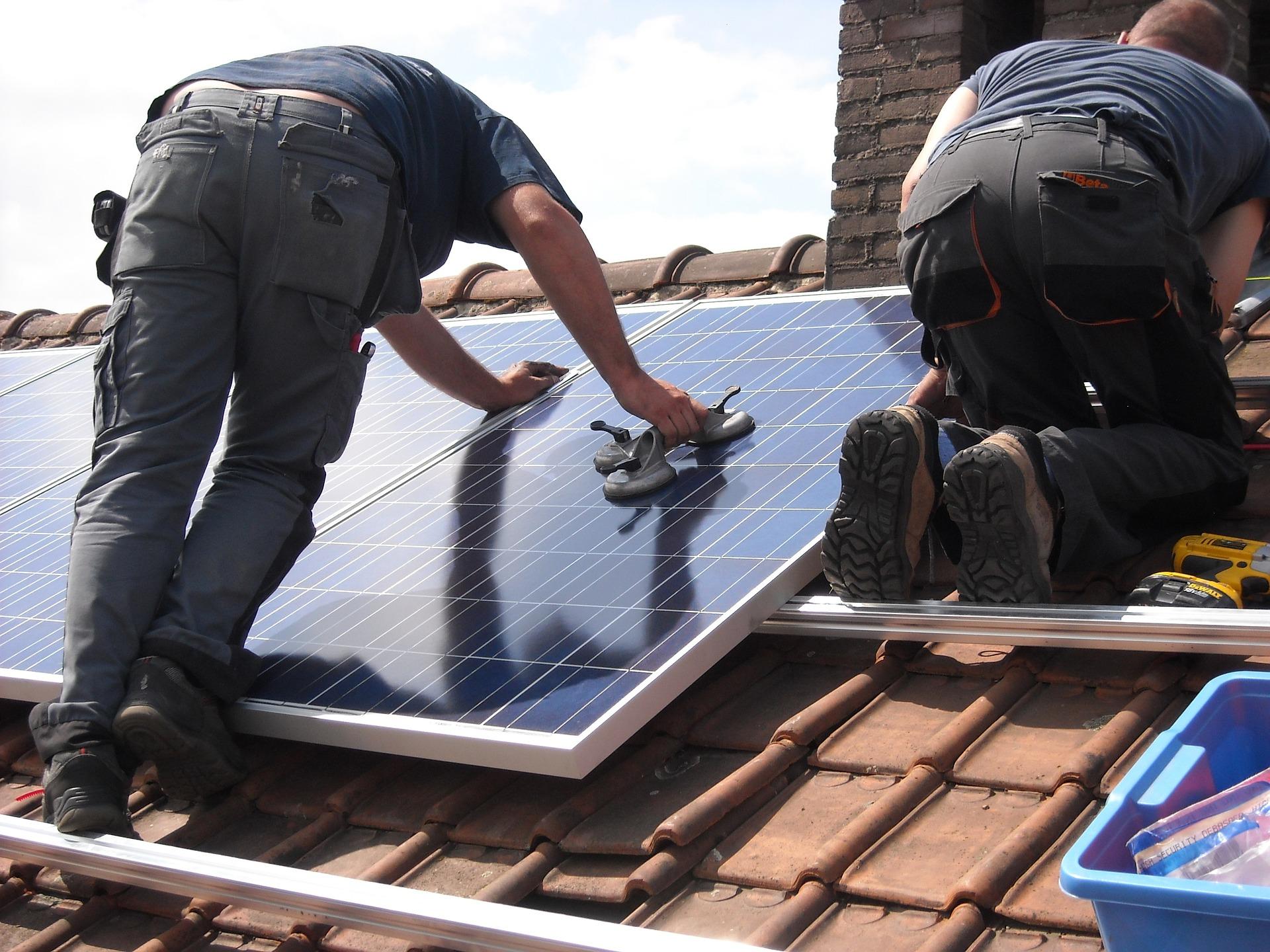 solar-panels-944000_1920